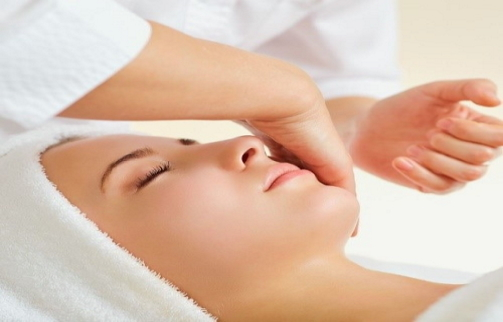 Εξειδικευμένη Περιποίηση Φροντίδας Του Δέρματος Από την Institut Esthederm